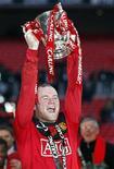 <p>Wayne Rooney manteve sua notável sequência de gols com o 28 tento da temporada neste domingo, selando a vitória de 2 x 1 do Manchester United sobre o Aston Villa na 50a final da Copa da Liga. REUTERS/Darren Staples</p>