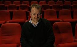 """<p>Imagen de archivo del director austríaco Stefan Ruzowitzky, antes del estreno de una película en Tel Aviv. Marzo 18 2008. Stefan Ruzowitzky, el director austríaco de """"The Counterfeiters"""", ganadora del premio Oscar a la mejor película extranjera, está en negociaciones para dirigir su primer filme en inglés en una producción basada en una historia de terror. REUTERS/Gil Cohen Magen/archivo</p>"""