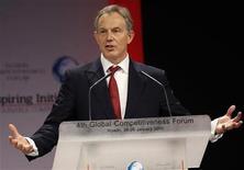 <p>Imagen de archivo del ex primer ministro británico Tony Blair, en una conferencia en Riad. Enero 25 2010. Las memorias del ex primer ministro británico Tony Blair aparecerán en septiembre, anunció el jueves la editorial Random House. REUTERS/Fahad Shadeed/archivo</p>