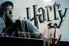 "<p>Actors James (L) and Oliver Phelps pose during a photocall to promote the film ""Harry Potter and the Half-Blood Prince"" in Madrid July 12, 2009 file photo. REUTERS/Juan Medina</p>"