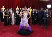 """<p>Atriz Zoe Saldana do filme """"Avatar"""" chega ao tapete vermelho na 82a edição do Oscar em Hollywood. O tapete vermelho recebeu um glamouroso desfile de moda neste domingo, antecipando a premiação, com diversas mulheres brilhando. 07/03/2010 REUTERS/Lucas Jackson</p>"""