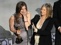 """<p>La directora Kathryn Bigelow se emociona al recibir el Oscar a """"Mejor Película"""" por su trabajo al frente de """"The Hurt Locker"""", en los Premios de la Academia, en Hollywood. Kathryn Bigelow se convirtió el domingo en la primera mujer en ganar un Oscar a Mejor Director por su trabajo al frente de """"The Hurt Locker"""", el filme sobre un equipo de soldados estadounidenses que desactivan bombas en Irak. REUTERS/Gary Hershorn</p>"""