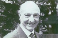<p>Военный министр Великобритании Джон Профьюмо. 9 марта 2006 года в возрасте 91 года скончался Джон Профьюмо, военный министр Великобритании, ушедший в 1963 году отставку из-за скандала с девушкой по вызову Кристин Килер. REUTERS/STR New</p>