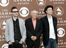 <p>Gorillaz members Damon Albarn (R) and Jamie Hewlett (L) pose with actor Dennis Hopper as they arrive at the 48th annual Grammy Awards in Los Angeles February 8, 2006 file photo. REUTERS/Mario Anzuoni</p>
