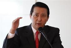 <p>Kwon Young-soo, amministratore delegato di LG, in foto d'archivio. REUTERS/Lee Jae-Won</p>
