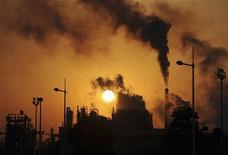 <p>Emissioni inquinanti in foto d'archivio. REUTERS/Stringer</p>