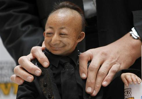 Shortest man dies
