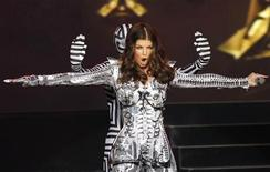 <p>Singer Fergie performs with the group The Black Eyed Peas during a live outdoor concert in New York's Times Square, March 10, 2010. REUTERS/Mike Segar</p>