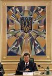 <p>Президент Украины Виктор Янукович на заседании правительства страны в Киеве 12 марта 2010 года. Администрация президента Украины Виктора Януковича прогнозирует, что рост ВВП в 2010 году составит 3,0-3,1 процента по сравнению с падением на 15 процентов в 2009 году, сказала первый замглавы администрации Ирина Акимова. REUTERS/ Konstantin Chernichkin</p>