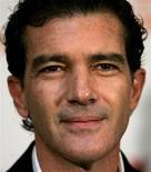 <p>Антонио Бандерас во время пресс-конференции в Дворце культуры в Софии 9 ноября 2007 года. Испанский актер Антонио Бандерас стал послом доброй воли Программы развития Организации объединенных наций (ПРООН), говорится на сайте организации. REUTERS/Stoyan Nenov</p>