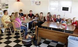 <p>Numerosa famiglia americana in foto d'archivio. REUTERS/Rick Wilking</p>