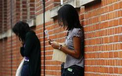 <p>Girls are seen at Latymer Upper School in London August 20, 2009. REUTERS/Luke MacGregor</p>