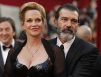 """<p>Atores Melanie Griffith e Antonio Banderas chegam à cerimônia dos Oscars em Hollywood. Banderas foi nomeado """"Embaixador da Boa Vontade"""" da ONU nesta quarta-feira na luta mundial contra a pobreza. 07/03/2010 REUTERS/Brian Snyder</p>"""