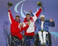 <p>Победители 15-километровой лыжной гонки: золотой медалист Ирек Зарипов (в центре) из России, серебряный призер россиянин Роман Петушков (слева) и Энзо Мазильелло из Италии, 15 марта 2010 года. Паралимпийская сборная РФ показала своим коллегам из основной команды хороший пример на завершившихся Играх в Ванкувере - россияне заняли второе место по золотым медалям и уверенно победили в общем медальном зачете. REUTERS/Andy Clark</p>