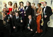 """<p>Актеры из фильма """"Чикаго"""" на IX церемонии награждения премии Гильдии киноактеров США в Лос-Анджелесе 9 марта 2003 года. 23 марта 2003 года лучшим фильмом года, по мнению критиков Американской Академии кинематографических искусств и наук, стал мюзикл """"Чикаго"""", получивший самую престижную награду в киноиндустрии - золотую статуэтку """"Оскар"""". REUTERS/STR New</p>"""