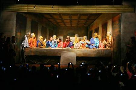 Actors perform in a re-enactment of the Last Supper of Jesus Christ on Good Friday in San Ignacio, Misiones province, March 21, 2008. REUTERS/Jorge Adorno