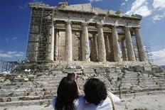 <p>Tourists take photos in front of the Parthenon temple at the Acropolis in Athens March 18, 2010. REUTERS/John Kolesidis</p>
