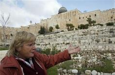 <p>Archaeologist Eilat Mazar of the Hebrew University in Jerusalem gestures near an archaeological site known as the City of David during an interview with Reuters in Jerusalem's Old City March 4, 2010. REUTERS/Gil Cohen Magen</p>