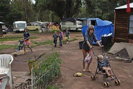 Children walk through a squatter camp for poor white South Africans at Coronation Park in Krugersdorp, March 6, 2010. REUTERS/Finbarr O'Reilly