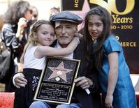 <p>Actor Dennis Hopper poses with his daughter Galen (L) and his granddaughter Violet Goldstone at a ceremony where he was honored with a star on the Walk of Fame in Hollywood, California, March 26, 2010. REUTERS/Mario Anzuoni</p>