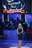 <p>Imagen de archivo de la actriz Reese Witherspoon en el programa American Idol, en el teatro Kodak, Hollywood. Abril 6 2008. CKX Inc, el grupo de entretenimiento que tiene los derechos del concurso televisivo musical American Idol, confirmó el lunes que está en conversaciones que pueden llevar a su venta. REUTERS/Mario Anzuoni/ARCHIVO</p>
