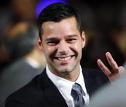 <p>Cantor Ricky Martin acena aos fãos na Clinton Global Initiative em Nova York. O astro do pop latino anunciou nesta segunda-feira que é gay em uma mensagem na Internet, encerrando anos de especulação. 21/09/2009 REUTERS/Chip East</p>