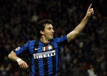 <p>Diego Milito comemora gol que deu vitória à Inter de Milão sobre o CSKA Moscou. REUTERS/Alessandro Garofalo</p>