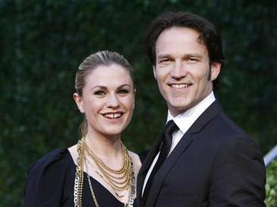Actor Stephen Moyer and actress Anna Paquin, co stars on HBO's True Blood, arrive at the 2010 Vanity Fair Oscar party in West Hollywood, California March 7, 2010. REUTERS/Danny Moloshok
