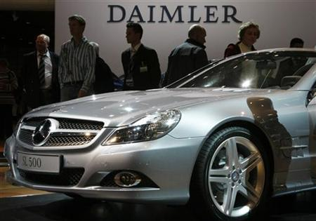 People walk around a Daimler SL 500 car during Daimler's annual shareholder meeting in Berlin April 9, 2008. REUTERS/Fabrizio Bensch