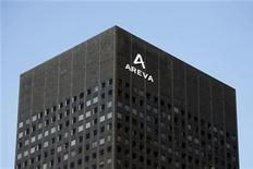 <p>Штаб-квартира французского производителя ядерных реакторов Areva в финансовом районе Парижа Дефанс 8 марта 2010 года. Белоруссия пригласила французскую компанию Areva, крупнейшего в мире производителя ядерных реакторов, к участию в строительстве первой в стране АЭС, основным подрядчиком которого выбрана российская компания Атомстройэкспорт. REUTERS/Charles Platiau</p>