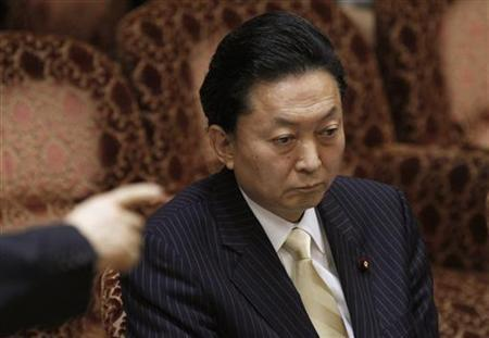 Japan's Prime Minister Yukio Hatoyama attends the Upper House Budget Committee as an opposition party lawmaker points at the parliament in Tokyo March 23, 2010. REUTERS/Issei Kato