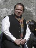 <p>Отпущенный на свободу бывший премьер-министр Пакистана Наваз Шариф прибыл на митинг, проходящий на северо-западе страны, 11 марта 2009 года. 6 апреля 2000 года бывший премьер-министр Пакистана Наваз Шариф приговорен к пожизненному тюремному заключению по обвинению в терроризме и захвате заложников. REUTERS/Ibrar Tanoli</p>