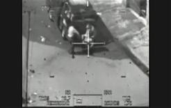 <p>Кадр из видео ошибочного расстрела иракцев в Багдаде 12 июля 2007 года. Веб-сайт WikiLeaks, специализирующийся на громких разоблачениях, опубликовал видеоролик, где военнослужащие США в ходе спецоперации в Ираке 12 июля 2007 года расстреляли не менее 10 человек, в том числе двух сотрудников Рейтер. REUTERS/WikiLeaks/Handout</p>
