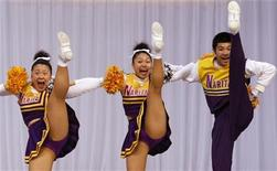 <p>Cheerleader giapponesi in foto d'archivio. REUTERS/Kim Kyung-Hoon</p>