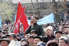 <p>Митинг сторонников оппозиции в Бишкеке 17 марта 2010 года. Сторонники оппозиции в Киргизии в ходе акции протеста во вторник захватили здание администрации Таласской области на северо-западе страны, сообщили Рейтер очевидцы и представители оппозиции. REUTERS/Vladimir Pirogov</p>
