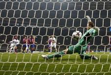 <p>Il goal di Sneijder al CSKA Mosca. REUTERS/Grigory Dukor (RUSSIA - Tags: SPORT SOCCER)</p>