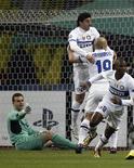 <p>Jogadores da Inter comemoram gol em vitória sobre o CSKA Moscou nas quartas-de-final da Liga dos Campeões. REUTERS/Mikhail Voskresensky</p>