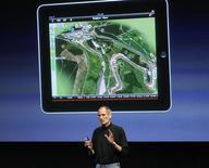 <p>Selon son directeur général Steve Jobs, Apple a vendu 450.000 iPad depuis son premier jour de commercialisation samedi. /Photo prise le 8 avril 2010/REUTERS/Robert Galbraith</p>