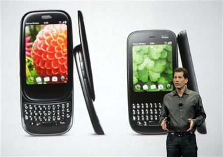 Jon Rubinstein, chairman and chief executive of Palm, speaks in front of images of the new palm Pre Plus (L) and Palm Pixi Plus during a news conference at the 2010 International Consumer Electronics Show (CES) in Las Vegas, Nevada January 7, 2010. REUTERS/Steve Marcus