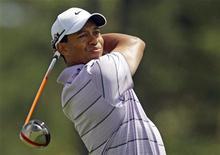 <p>Tiger Woods na terceira rodada do U.S. Masters no Augusta National. O sol e temperaturas amenas deram as boas-vindas aos competidores neste sábado, enquanto o tetracampeão Tiger Woods se preparavam para suas tacadas. 10/04/2010 REUTERS/Brian Snyder</p>