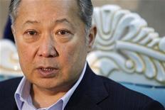 <p>Свергнутый президент Киргизии Курманбек Бакиев дает интервью Рейтер, 11 апреля 2010 года. Самопровозглашенное правительство Киргизии, взявшее власть на волне массовых беспорядков, предложило свергнутому президенту покинуть страну, пообещав ему личную безопасность и заведя уголовные дела на его близких. REUTERS/Denis Sinyakov</p>