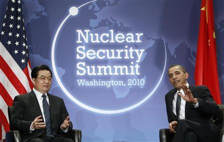 President Barack Obama (R) meets with China's President Hu Jintao at the Nuclear Security Summit in Washington, April 12, 2010. REUTERS/Jim Young