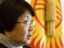 <p>Глава самопровозглашенного правительства Роза Отунбаева дает интервью Рейтер в Бишкеке 11 апреля 2010 года. Самопровозглашенное правительство Киргизии, пришедшее к власти на прошлой неделе на волне беспорядков, сосредоточится на реформировании страны и проведении честных президентских выборов в этом году. REUTERS/Vasily Fedosenko</p>