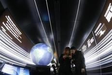 "<p>People visit the 300-metre long exhibition train ""Expedition Zukunft"" (expedition future) in Berlin's main railway station April 23, 2009. REUTERS/Fabrizio Bensch</p>"