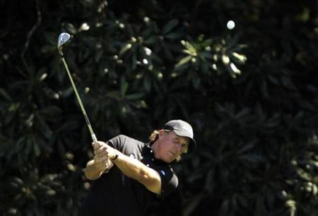 Phil Mickelson of the U.S. chips to the fifth green during final round play in the 2010 Masters golf tournament at the Augusta National Golf Club in Augusta, Georgia April 11, 2010. REUTERS/Hans Deryk