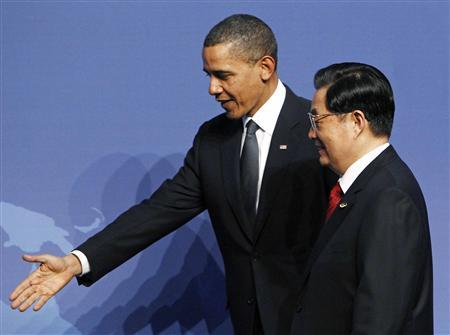 U.S. President Barack Obama (L) shows the way to China's President Hu Jintao at the Nuclear Security Summit in Washington, April 12, 2010. REUTERS/Jim Young