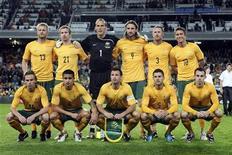 <p>Сборная Австралии перед товарищеским матчем с командой Нидерланд, 10 октября 2009 года. Сборная Австралии по футболу 1 июня проведет товарищеский матч с командой Дании в рамках подготовки к чемпионату мира. REUTERS/Daniel Munoz</p>