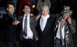 """<p>Imagen de archivo de la banda británica The Rolling Stones, en una premier en Londres. Abr 2 2008. Los Rolling Stones presentarán """"Plundered My Soul"""", un tema inédito, como parte de una edición limitada en vinilo para celebrar el sábado el Día de las Tiendas de Discos. REUTERS/Kieran Doherty/ARCHIVO</p>"""