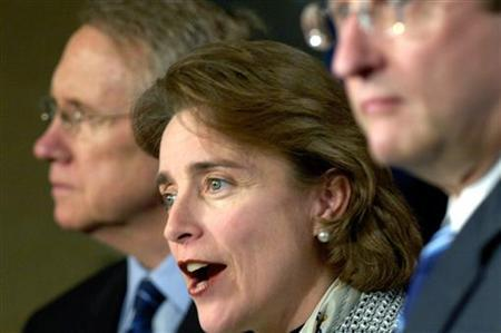Senator Blanche Lincoln (D-AR) (C) speaks in Washington, February 9, 2006. REUTERS/Jonathan Ernst