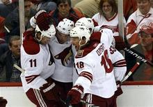 """<p>Хоккеисты """"Финикса"""" празднуют заброшенную шайбу в матче плей-офф Кубка Стэнли в Детройте 18 апрелдя 2010 года. Финикс"""" повел в серии в плей-офф Кубка Стэнли Национальной хоккейной лиги, обыграв """"Детройт"""" со счетом 4-2 REUTERS/Rebecca Cook</p>"""